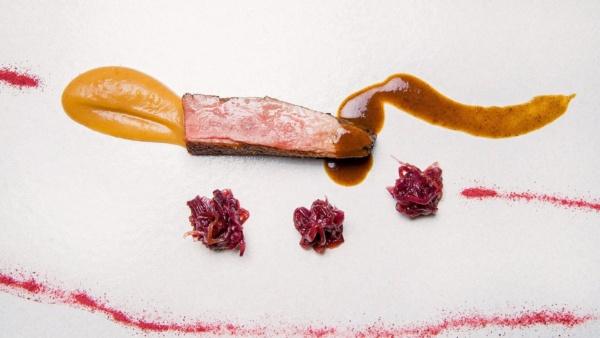 Anatra con cipolle rosse